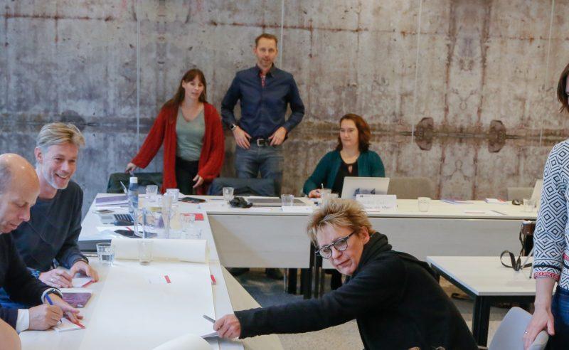 foto van deelnemers in actie